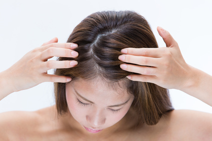 Causes of Itchy Scalp and Treatment of Head Itching | Naturale